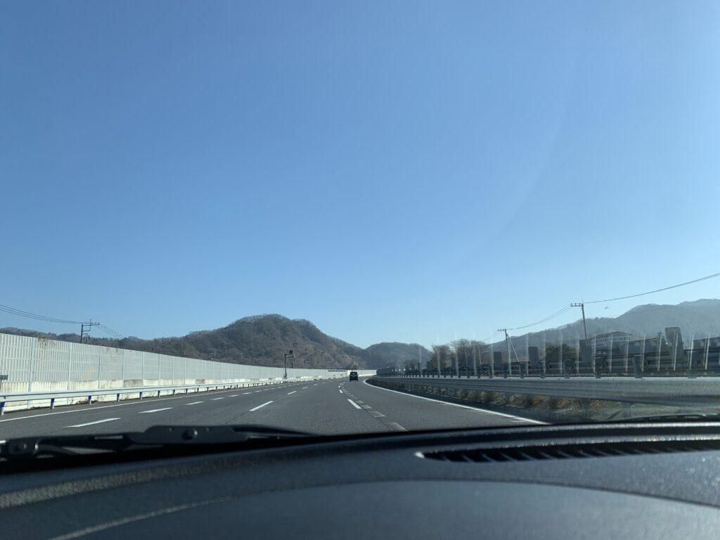 日光に向かう東北自動車道