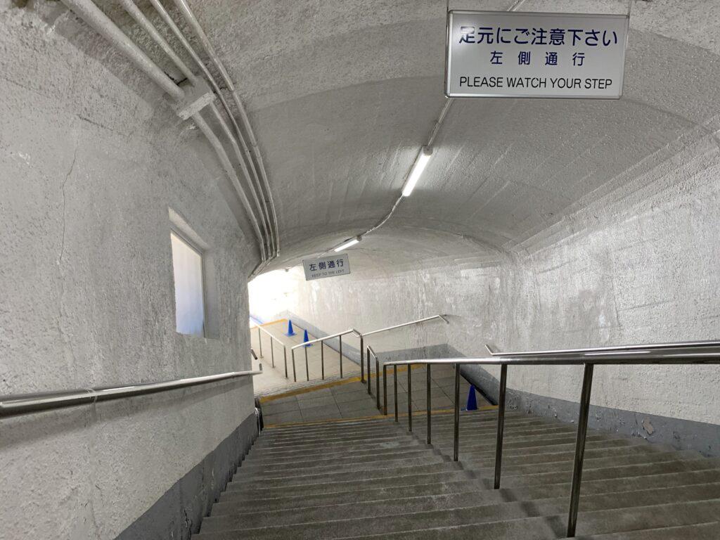 華厳の滝へ向かう階段